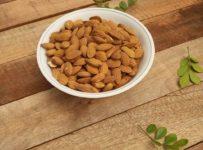 Almonds Nuts Healthy Food Food  - martianred / Pixabay