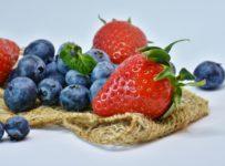 Strawberries Blueberry Fruit Food  - RitaE / Pixabay